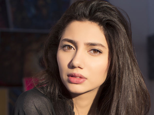 Raees Actress Mahira Khan Plays A Prominent Role In Shahrukh Khans Raees - Filmibeat-4598