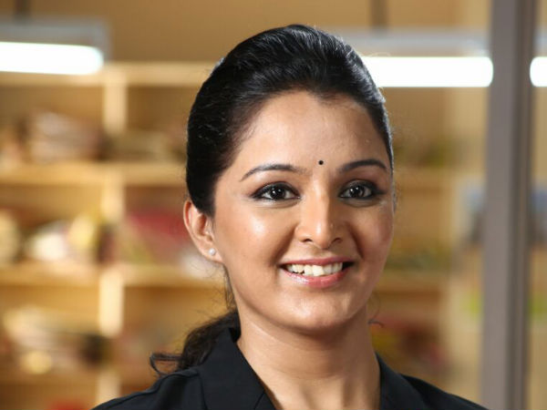 Manju Warrier Lodges A Complaint: Police Officer Suspended!