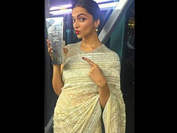 Deepika With An Award