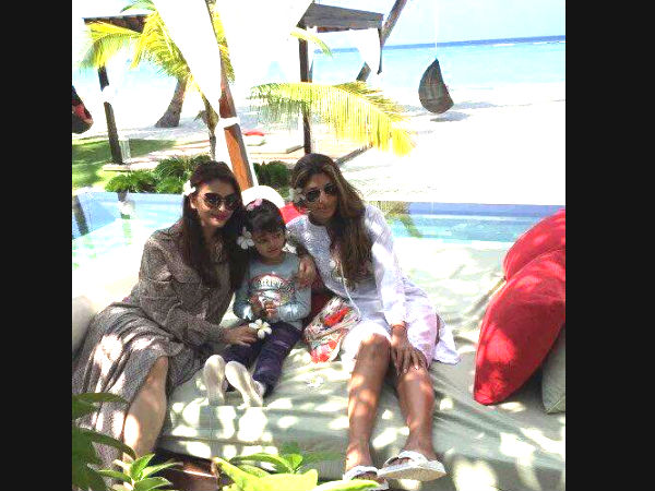 new beach pics of aishwarya aaradhya shweta bachchan in maldives