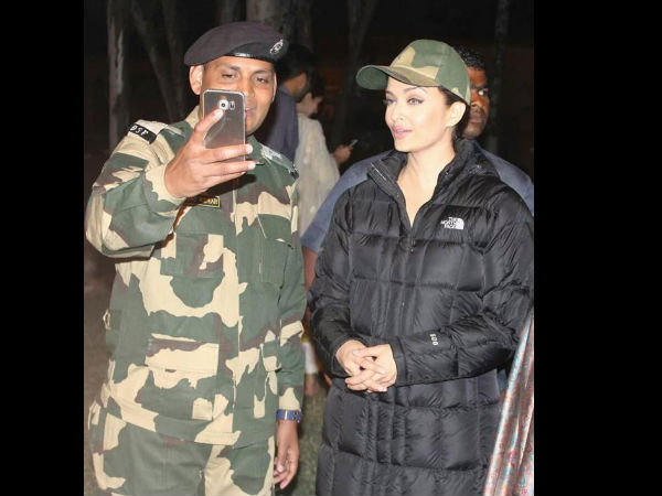 aishwarya rai bachchan meets bsf jawans at attari border