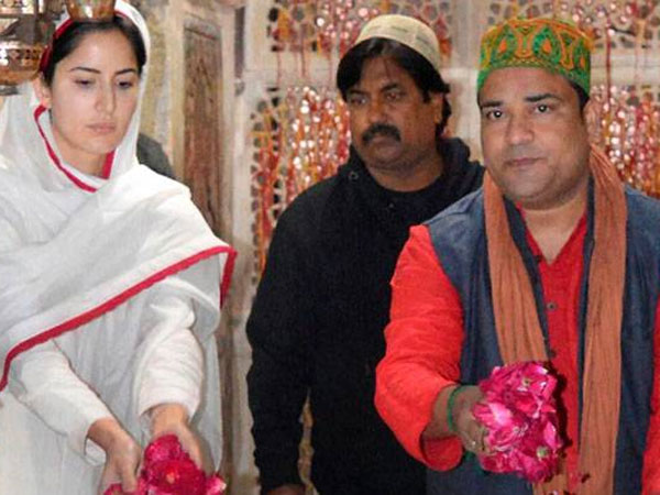 REAL BEAUTY: Kat Spotted Without Makeup At Ajmer Sharif(PIX)