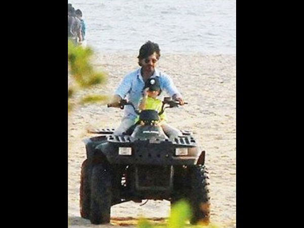 Shahrukh Khan & AbRam Spotted Together At The Beach Of The Goa