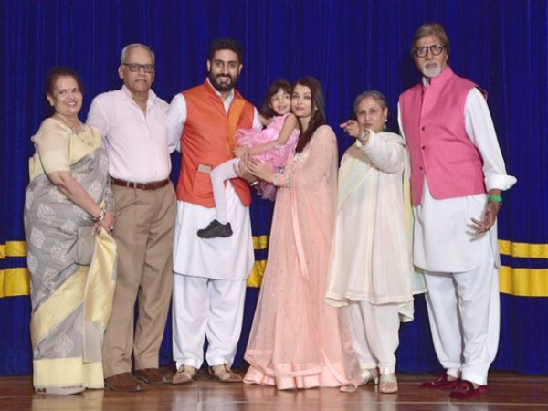 New Pics Of Aaradhya & Aishwarya With Entire Family