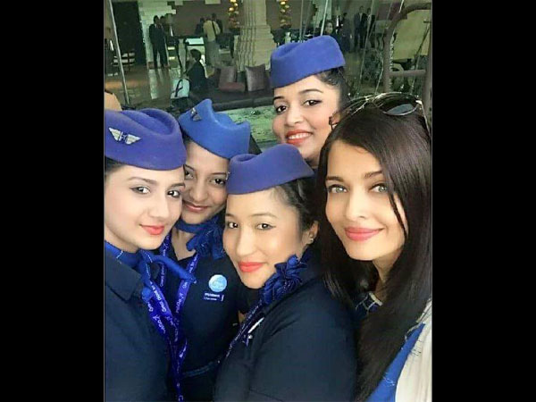 aishwarya-rai-bachchan-new-selfie-with-air-hostesses-see-hot-selfies