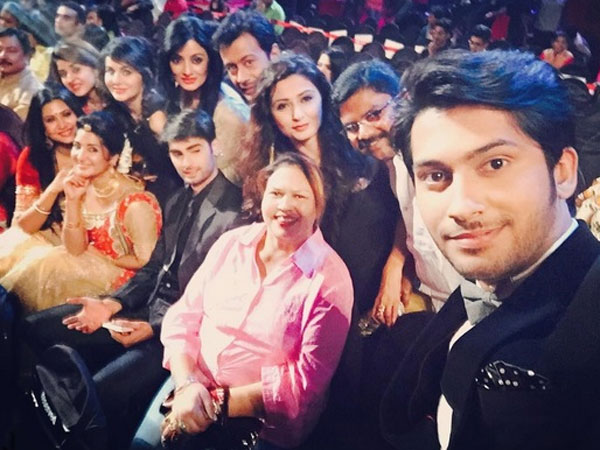 Swaragini Actors – Helly, Namish, Tejaswi, Varun & Others Shine At Colors Golden Petal Awards – PICS