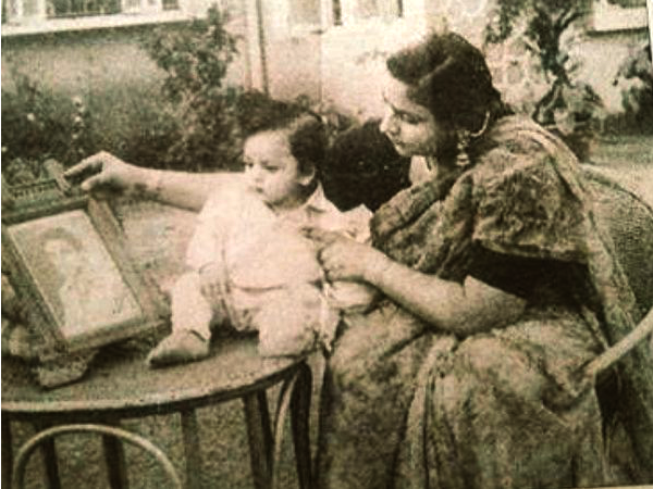 shahrukh khan unseen childhood pic with mom looks like abram
