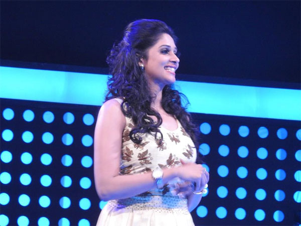 nyla usha in minute to win it filmibeat
