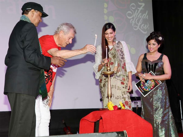 sonam-kapoor-with-ian-mckellen-lord-of-rings-actor-aka-gandalf-picture