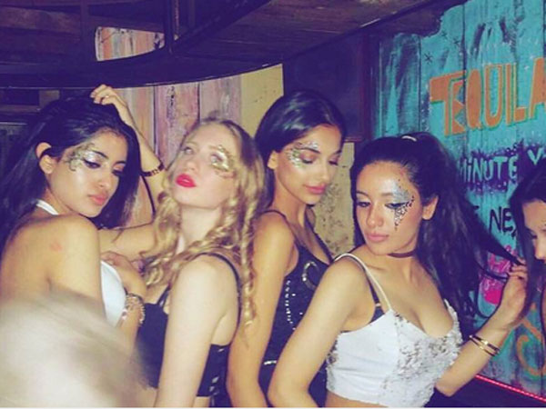 navya-naveli-nanda-new-shocking-picture-with-friends-goes-viral