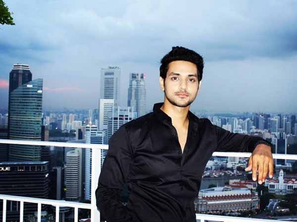 Meri Aashiqui Tum Se Hi Actor Shakti Arora Holidaying In Singapore With Girlfriend Neha Saxena!