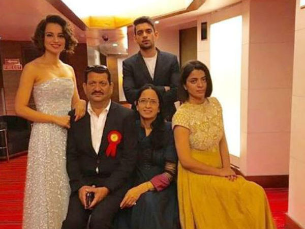 Kangana Ranaut's Adorable Picture With Her Family After ...