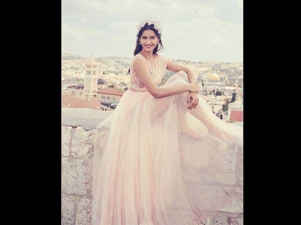 Kareena Kapoor Khan and Sonam Kapoor come together for 'Veere Di Wedding'