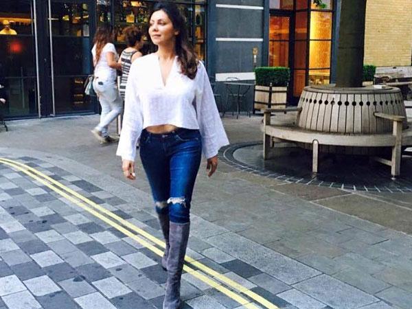 Why So Pretty Shahrukh Khan 39 S Wife Gauri Khan Spotted In