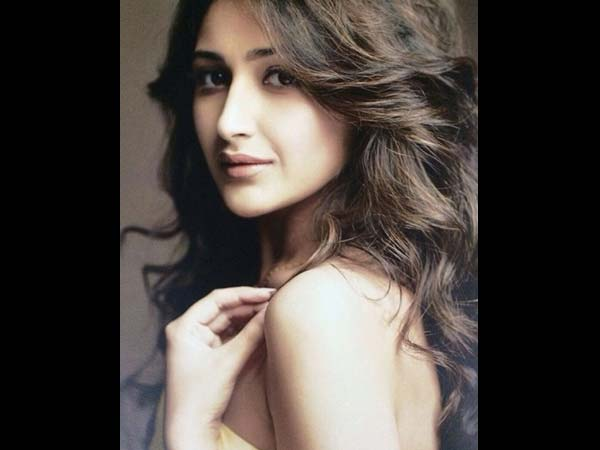 sayyeshaa-sehagal-pictures-shaivaay-heroine-ajay-devgn-co-actress