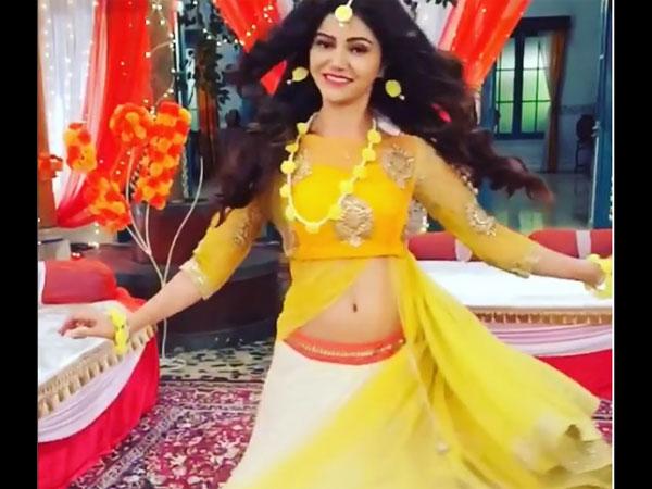 Rubina Dilaik Aka Soumya Looks Gorgeous In Her Bridal Avatar