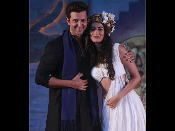 Hrithik-Pooja exude intense chemistry in this new poster of Mohenjo Daro