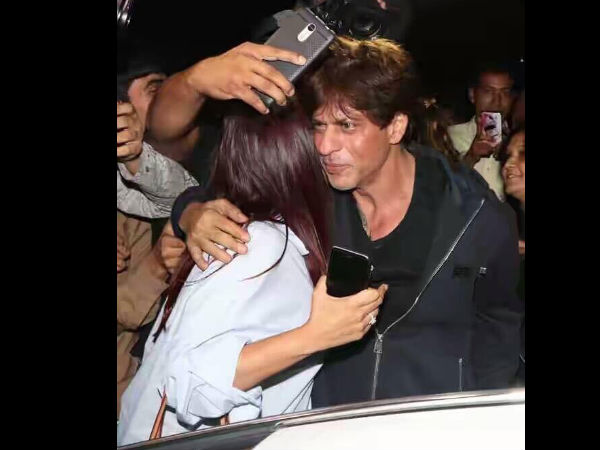 Another Picture Of SRK With Fan