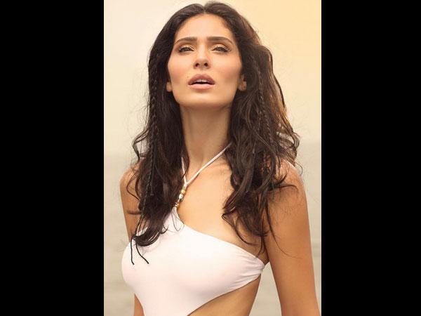 Hot Pictures Of Bruna Abdullah, Bikini Pictures Of Bruna ...