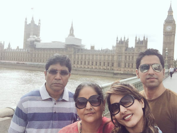 Yeh Rishta Kya Kehlata Hai Actress Hina Khan Holidays With Family! (PICS)