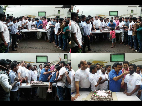 Mohanlal Celebrates Success Of Vismayam With Fans!