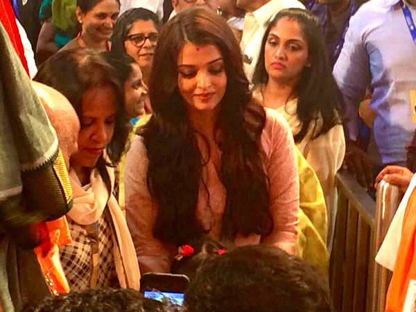 Yet Another Candid Click Of Aishwarya