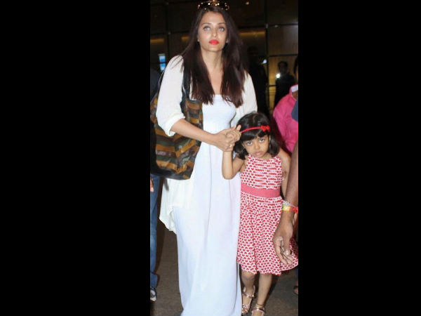 Aaradhya With Mommy Aishwarya