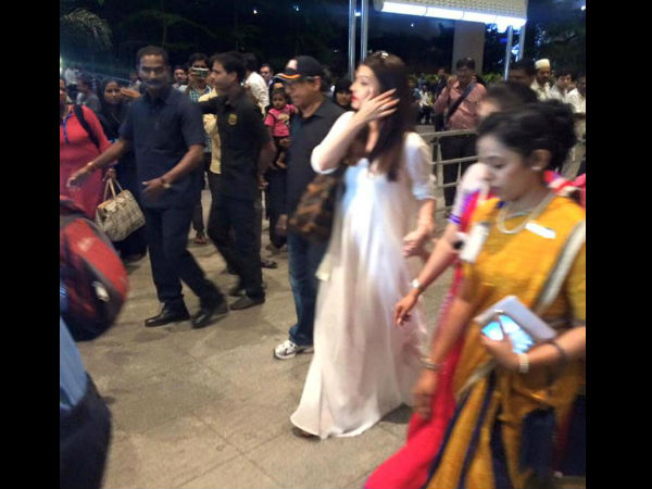 In Pic: Aishwarya-Aaradhya At Mumbai Airport