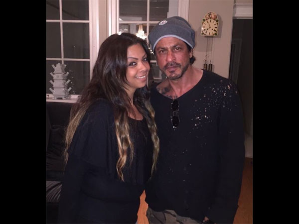 In Picture: SRK With A Fan