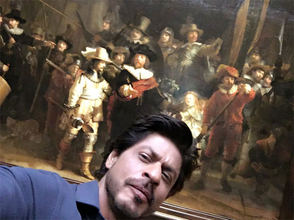 SRK On A Selfie Spree