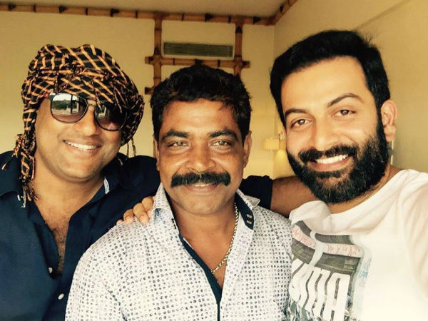 WHOA! Prithviraj To Direct Mohanlal