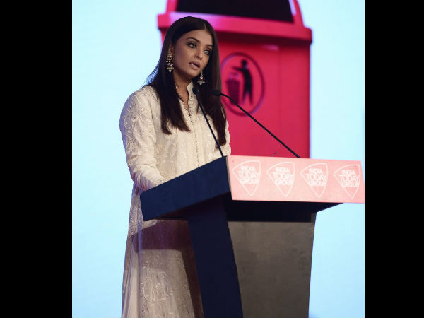 Aishwarya At Safaigiri Awards