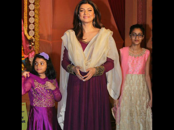 Sushmita With Her Daughters