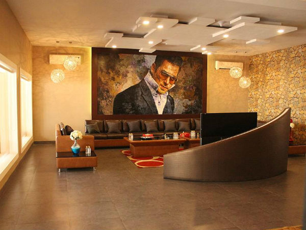 Inside pics bigg boss 10 here s how salman khan s royal for Living room tv channel 10
