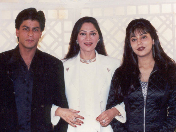 When SRK Dropped Gauri At The Wedding Venue