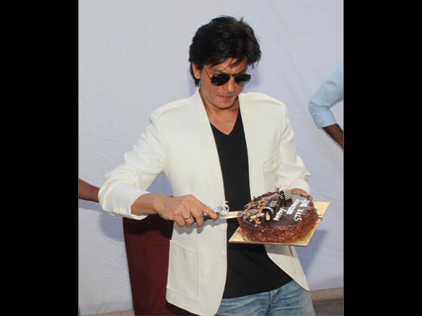 SRK Might Skip Meeting With His Fans & Media