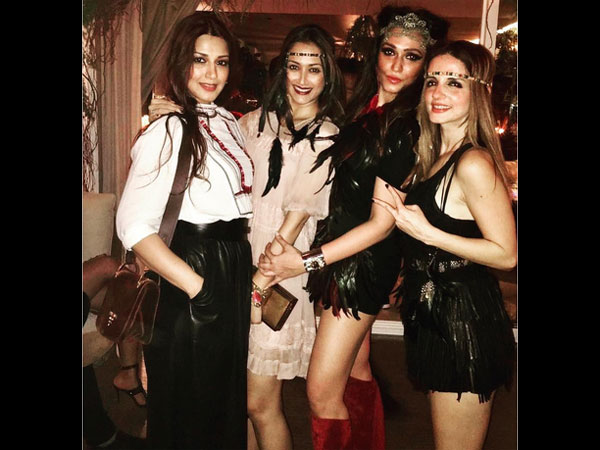 Hot Ladies On The Floor! Sonali Bendre Stole The Limelight At Sussanne Khan's B'Day; Looks Gorgeous!
