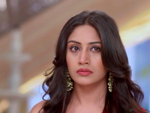 Ishqbaaz MAJOR TWIST: Anika Decides To Expose Tia; Tia To Shoot Anika To Hide Her Secret?