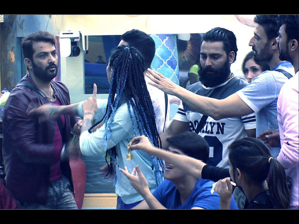 Bigg Boss 10: Rohan Mehra An Easy Target For Manoj; Swamiji Stays Weird As Usual!