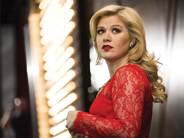 Kelly Clarkson Talks End of 'Idol', New Children's Book on LATE NIGHT