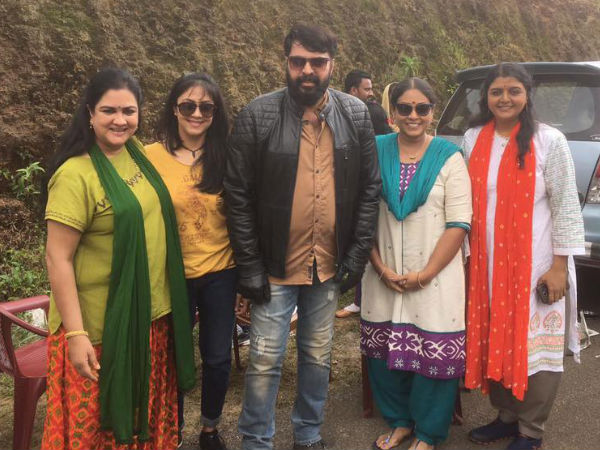 Mammootty's Click With Yesteryear Heroines Goes Viral!