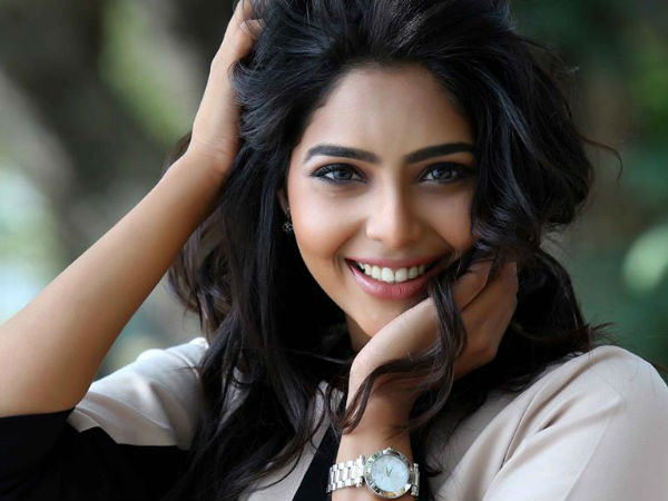 All You Need To Know About Aishwarya Lekshmi, Nivin Pauly's New Heroine