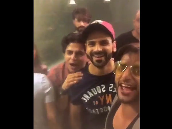 Vivek Partying With Friends