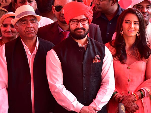 Aamir Khan attends Geeta Phogat's wedding at Bhiwani