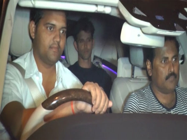 No Cold War! Hrithik Attends Shahrukh's Party