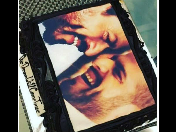 Karan Patels Birthday Cake Has Shahrukh Khans Picture On It