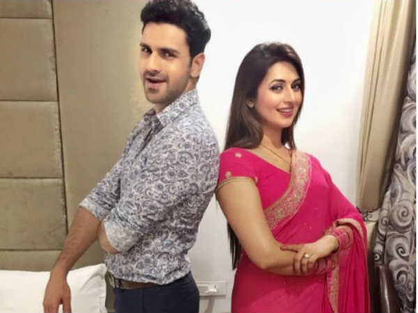 Divyanka Tripathi Is Missing Her Hubby Vivek Dahiya!