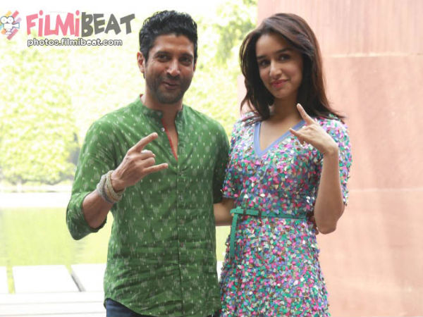 Shraddha Kapoor Farhan Akhtar Metal Horns Rock On 2