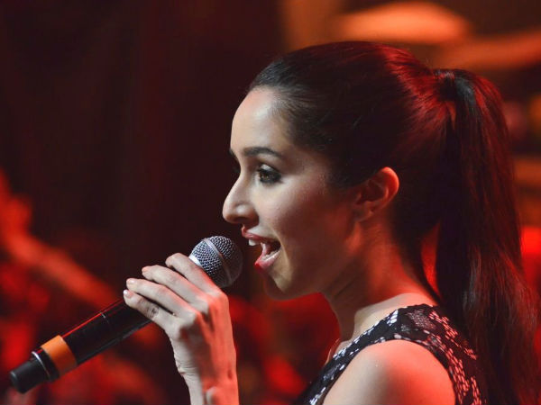 Shraddha Kapoor Singing Live Concert Performing