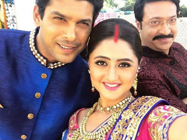 What's Cooking Between 'Dil Se Dil Tak' Co-stars Rashmi Desai & Siddharth Shukla?